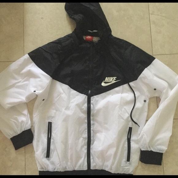 bab39dba82 Nike windbreaker black and white jacket. M 5b3d51ed0cb5aa4b61df217f